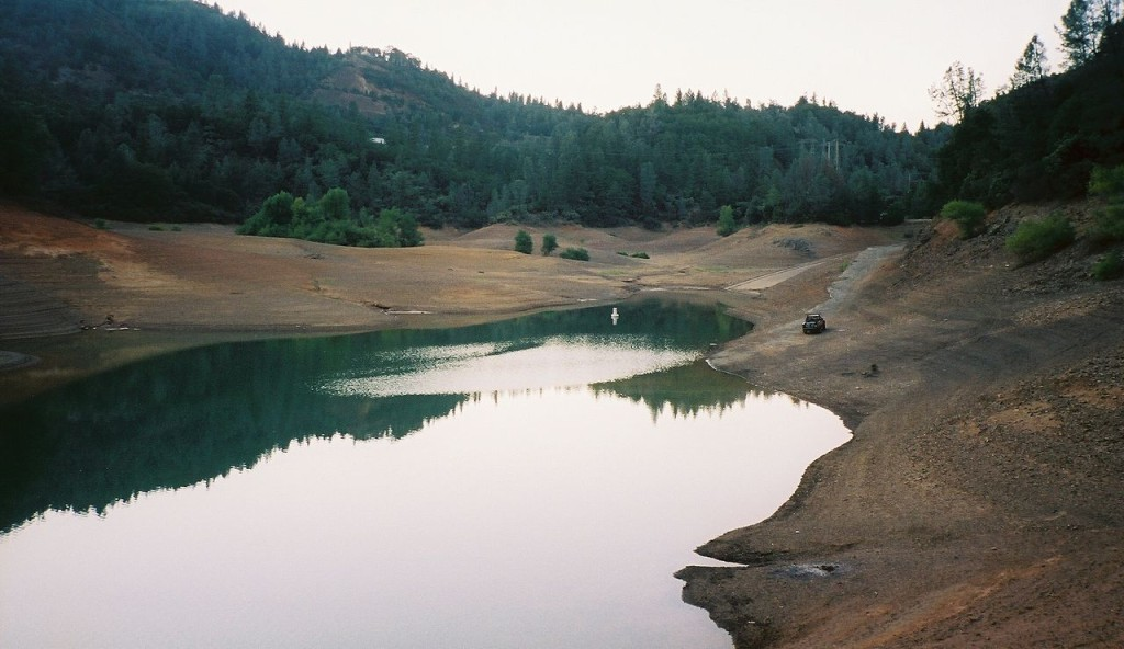 1280px-Shasta_Lake_low
